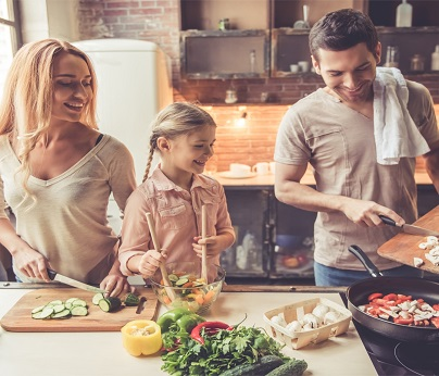 family in the kitchen 404 x 346
